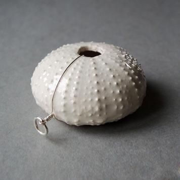 Wisior Jeżowiec Ceramiczny Kremowy