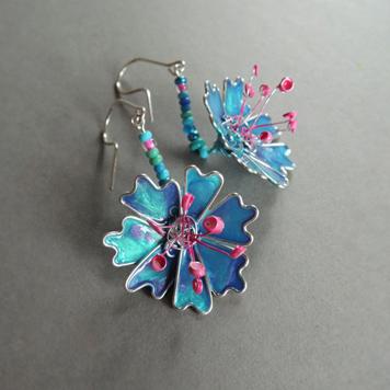 Kolczyki Kwiaty Niebieskie z Różowymi Pręcikami
