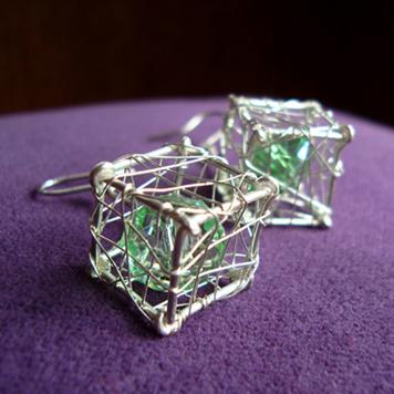 Kolczyki Kostki z Kryształkiem